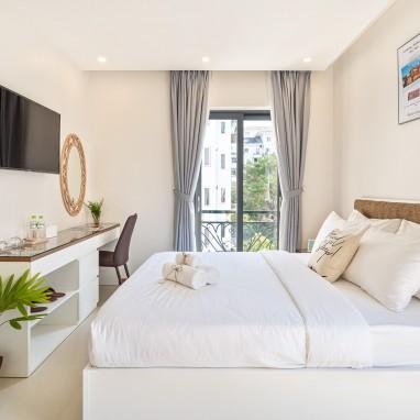 Phòng Deluxe Balcony - The Royal Hotel - SECC, Phú Mỹ Hưng,
