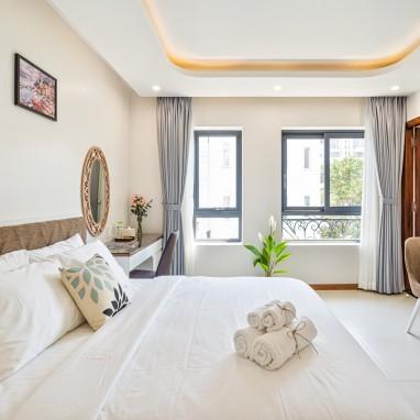 Phòng Deluxe King - The Royal Hotel - SECC, Phú Mỹ Hưng, Q.7